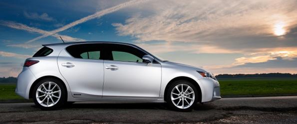 Première hybride compacte de luxe au monde